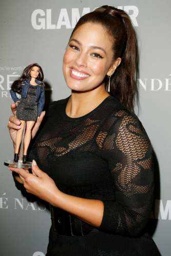 La Mattel presenta la nuova Barbie curvy: è Ashley Graham